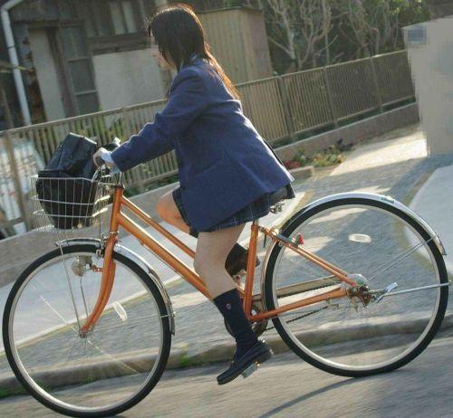 JKのオマタが自転車のサドルに乗っかってる画像でエロく妄想しようぜwww No.18