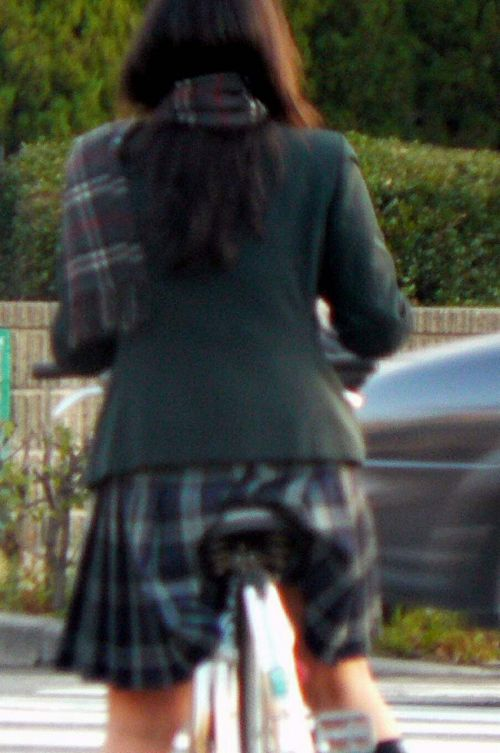JKのオマタが自転車のサドルに乗っかってる画像でエロく妄想しようぜwww No.24