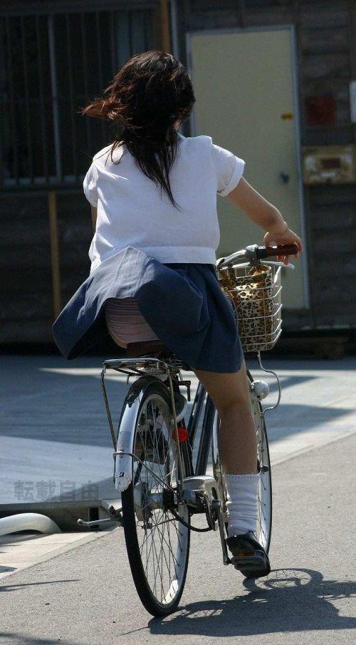 JKのオマタが自転車のサドルに乗っかってる画像でエロく妄想しようぜwww No.26