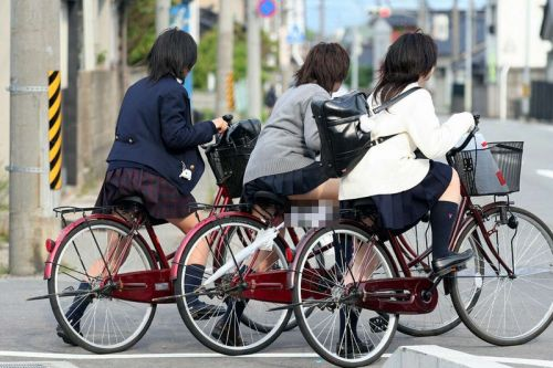 JKのオマタが自転車のサドルに乗っかってる画像でエロく妄想しようぜwww No.30