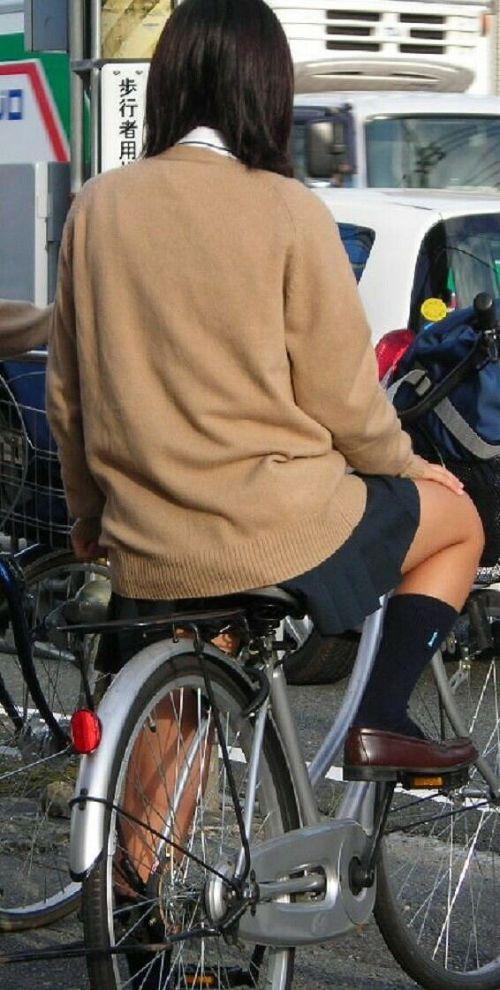JKのオマタが自転車のサドルに乗っかってる画像でエロく妄想しようぜwww No.34