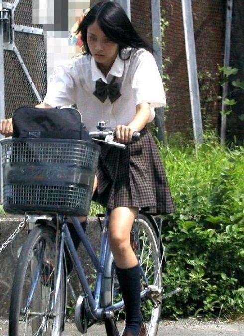 JKのオマタが自転車のサドルに乗っかってる画像でエロく妄想しようぜwww No.37