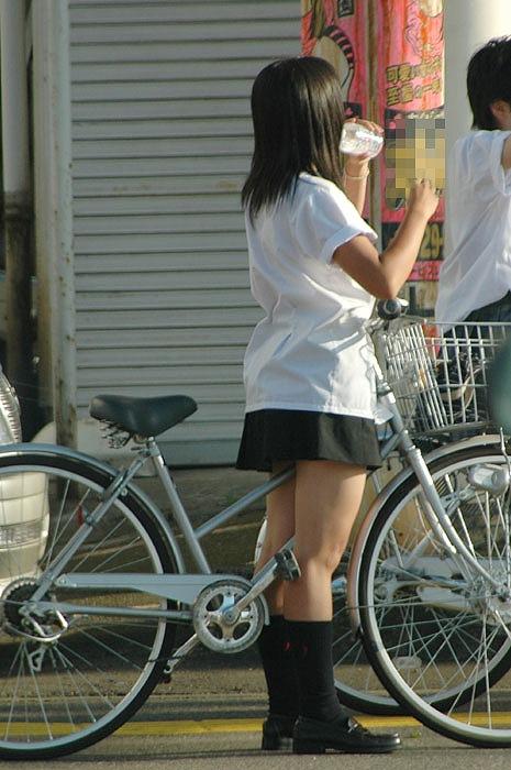 JKのオマタが自転車のサドルに乗っかってる画像でエロく妄想しようぜwww No.38