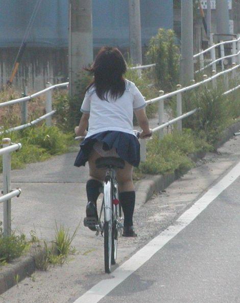 JKのオマタが自転車のサドルに乗っかってる画像でエロく妄想しようぜwww No.41