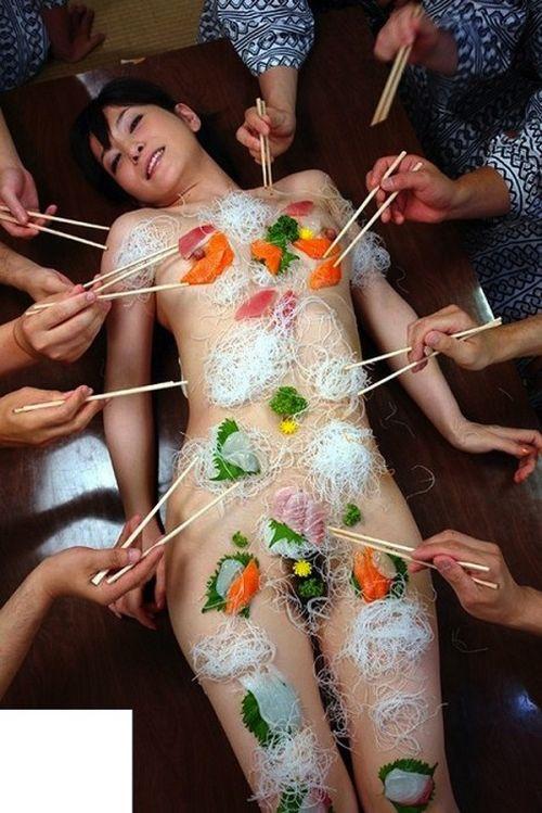 【エロ画像】食欲と性欲を同時に満たせる女体盛りを比較しようぜwww 40枚 No.11