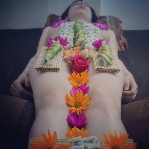【エロ画像】食欲と性欲を同時に満たせる女体盛りを比較しようぜwww 40枚 No.18