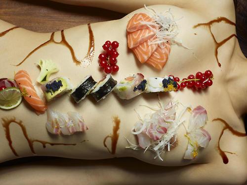 【エロ画像】食欲と性欲を同時に満たせる女体盛りを比較しようぜwww 40枚 No.19