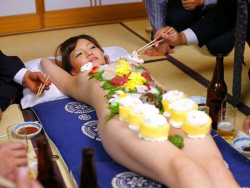 【エロ画像】食欲と性欲を同時に満たせる女体盛りを比較しようぜwww 40枚 No.24