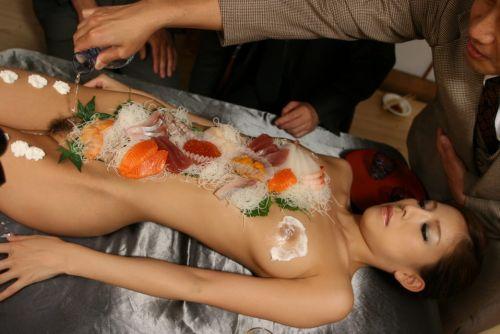 【エロ画像】食欲と性欲を同時に満たせる女体盛りを比較しようぜwww 40枚 No.27
