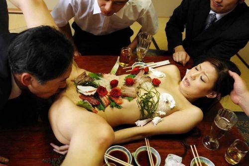 【エロ画像】食欲と性欲を同時に満たせる女体盛りを比較しようぜwww 40枚 No.28
