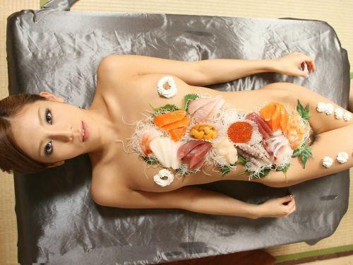 【エロ画像】食欲と性欲を同時に満たせる女体盛りを比較しようぜwww 40枚 No.37