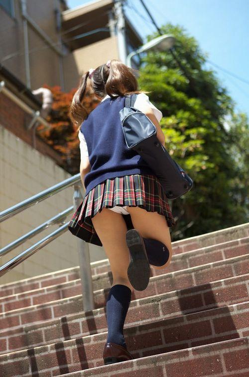 階段でミニスカJKの後ろからパンチラ盗撮してるエロ画像www 31枚 No.5