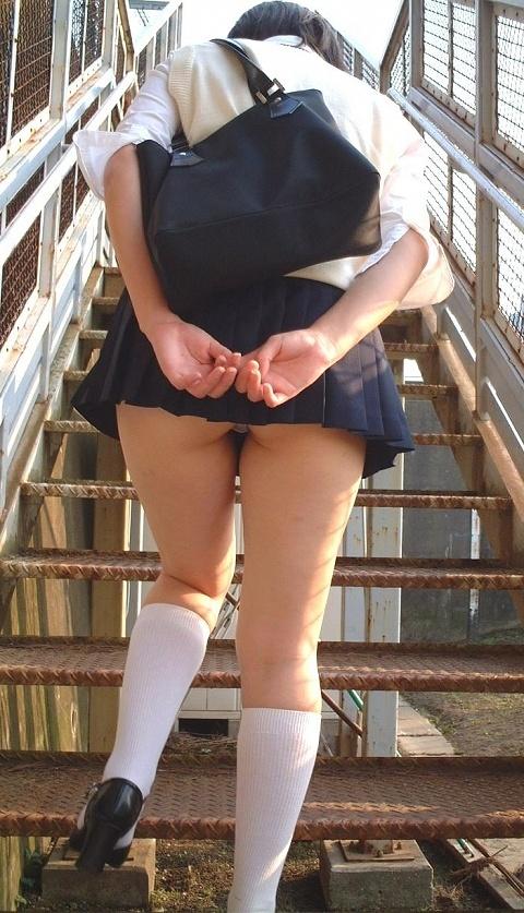 階段でミニスカJKの後ろからパンチラ盗撮してるエロ画像www 31枚 No.8