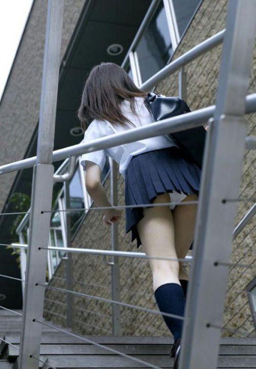 階段でミニスカJKの後ろからパンチラ盗撮してるエロ画像www 31枚 No.14