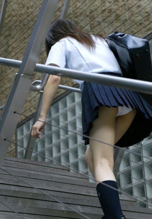 階段でミニスカJKの後ろからパンチラ盗撮してるエロ画像www 31枚 No.18