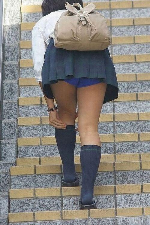 階段でミニスカJKの後ろからパンチラ盗撮してるエロ画像www 31枚 No.20
