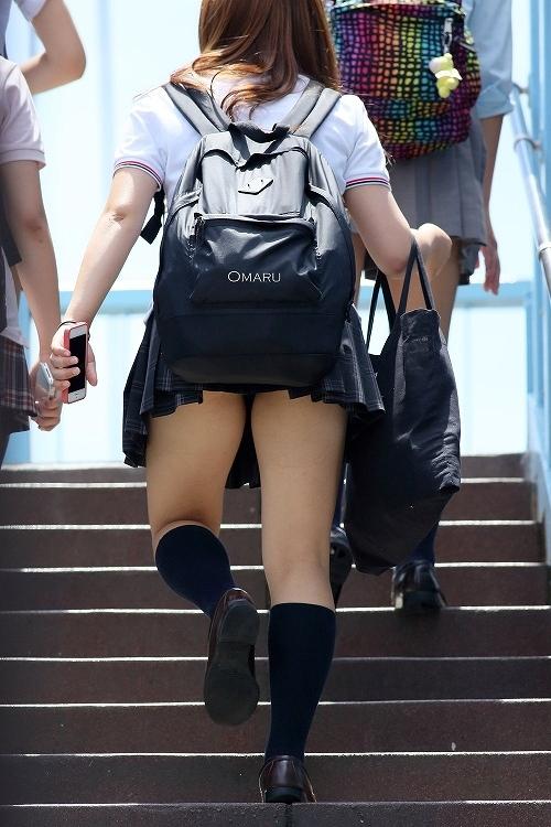 階段でミニスカJKの後ろからパンチラ盗撮してるエロ画像www 31枚 No.26