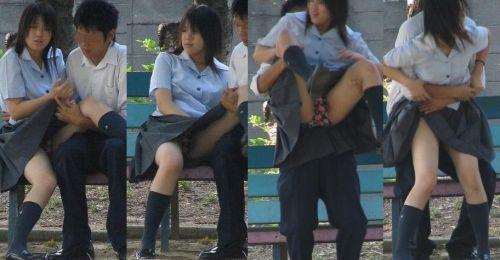女子校生が制服姿でM字開脚してパンティガッツリ見せちゃうエロ画像 No.3