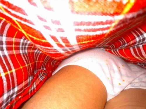 【画像】JKのミニスカの中身を超接写で逆さ撮りした結果www 35枚 part.11 No.23