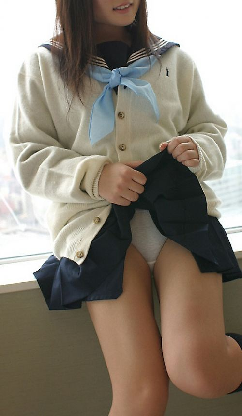 【エロ画像】自分からミニスカートをめくり上げて見せパンしちゃうJK! 37枚 part.12 No.2