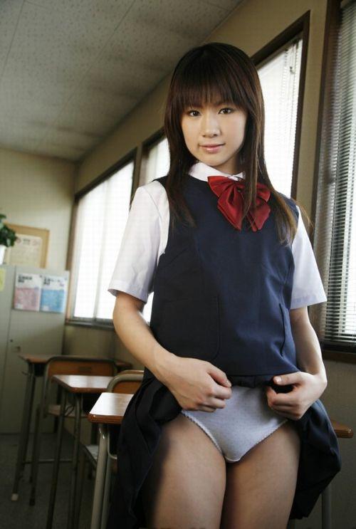 【エロ画像】自分からミニスカートをめくり上げて見せパンしちゃうJK! 37枚 part.12 No.9