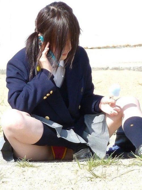 【エロ画像】自分からミニスカートをめくり上げて見せパンしちゃうJK! 37枚 part.12 No.24