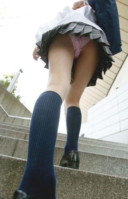 【エロ画像】ミニスカJKって斜め下からパンチラ盗撮簡単過ぎwww 43枚 part.15 No.10