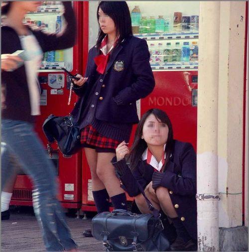 【エロ画像】ミニスカJKって斜め下からパンチラ盗撮簡単過ぎwww 43枚 part.15 No.13