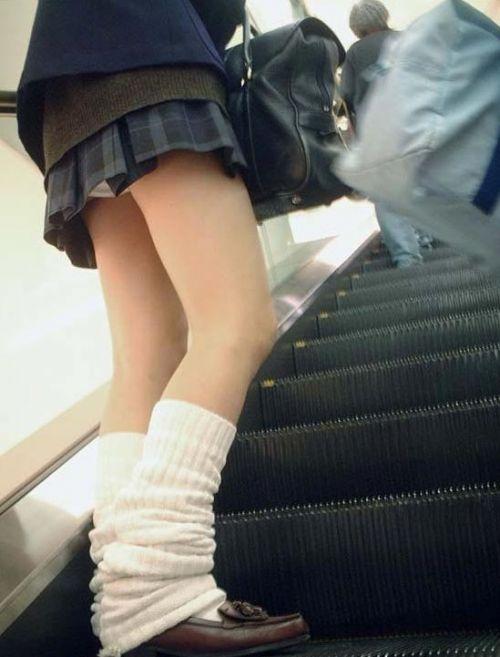 【エロ画像】ミニスカJKって斜め下からパンチラ盗撮簡単過ぎwww 43枚 part.15 No.24
