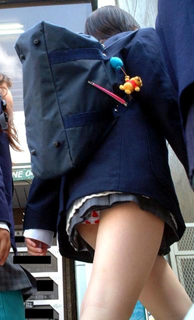 【エロ画像】ミニスカJKって斜め下からパンチラ盗撮簡単過ぎwww 43枚 part.15 No.28