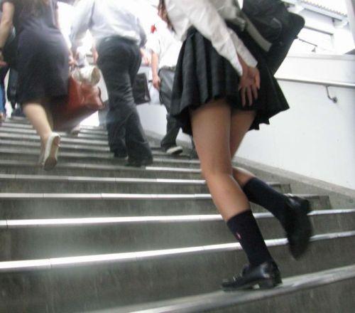 【エロ画像】ミニスカJKって斜め下からパンチラ盗撮簡単過ぎwww 43枚 part.15 No.38