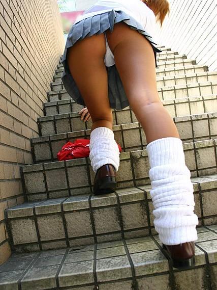 【エロ画像】ミニスカJKって斜め下からパンチラ盗撮簡単過ぎwww 43枚 part.15 No.40