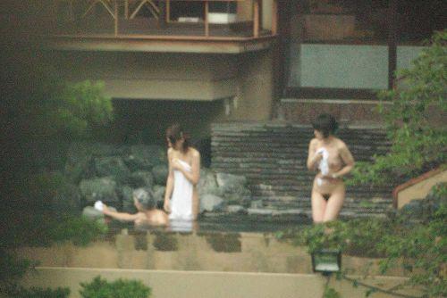 魅惑の露天風呂を望遠カメラで覗き見る盗撮画像まとめたったwww 39枚 No.22