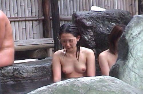 魅惑の露天風呂を望遠カメラで覗き見る盗撮画像まとめたったwww 39枚 No.30