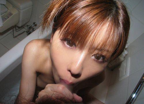 エッチで可愛い彼女がお風呂で優しくフェラでしゃぶってくれるエロ画像 33枚 No.3