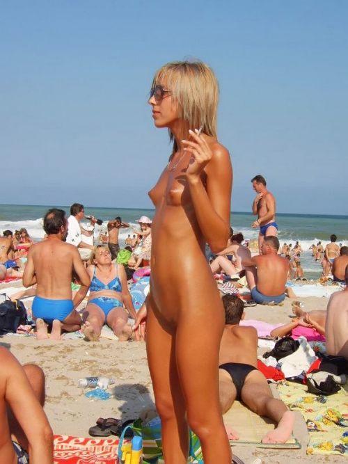 ビラビラなマンコや巨大乳輪おっぱいが丸見えなヌーディストビーチのエロ画像 39枚 No.6