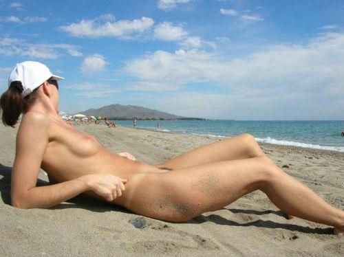 ビラビラなマンコや巨大乳輪おっぱいが丸見えなヌーディストビーチのエロ画像 39枚 No.7