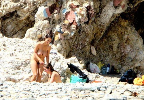 ビラビラなマンコや巨大乳輪おっぱいが丸見えなヌーディストビーチのエロ画像 39枚 No.9