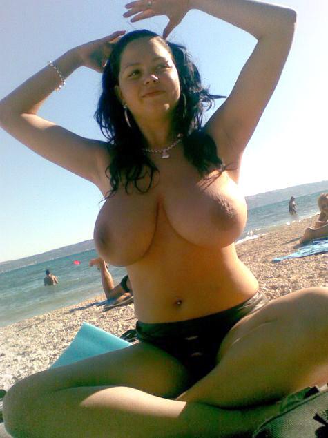 ビラビラなマンコや巨大乳輪おっぱいが丸見えなヌーディストビーチのエロ画像 39枚 No.14