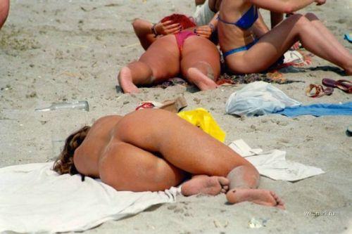 ビラビラなマンコや巨大乳輪おっぱいが丸見えなヌーディストビーチのエロ画像 39枚 No.19