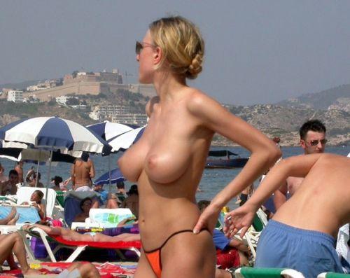 ビラビラなマンコや巨大乳輪おっぱいが丸見えなヌーディストビーチのエロ画像 39枚 No.37