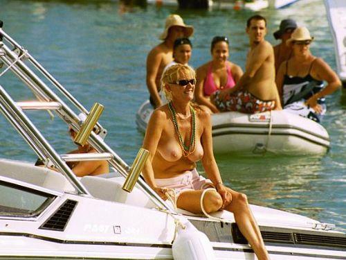海外セレブやハリウッド女優が堂々と乳首ポロリしているエロ画像 36枚 No.1