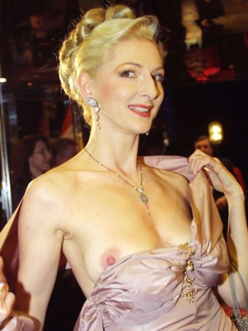 海外セレブやハリウッド女優が堂々と乳首ポロリしているエロ画像 36枚 No.13