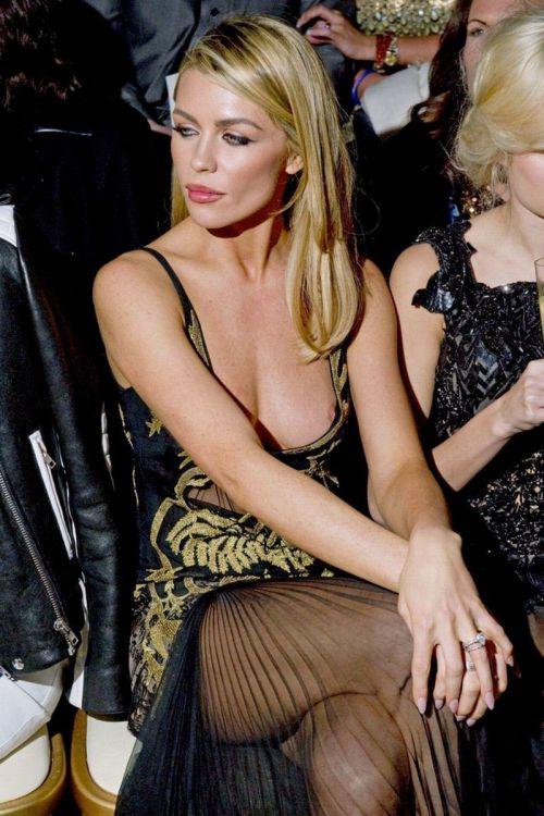 海外セレブやハリウッド女優が堂々と乳首ポロリしているエロ画像 36枚 No.14