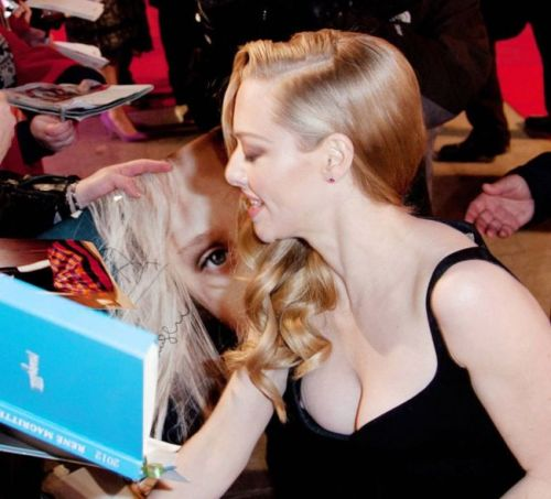 海外セレブやハリウッド女優が堂々と乳首ポロリしているエロ画像 36枚 No.27