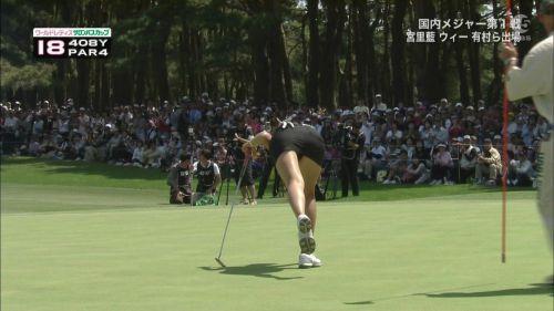 TVにゴルフのグリーンが映るとパンチラが気になっちゃうエロ画像 42枚 No.6