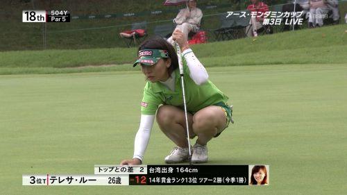 TVにゴルフのグリーンが映るとパンチラが気になっちゃうエロ画像 42枚 No.7
