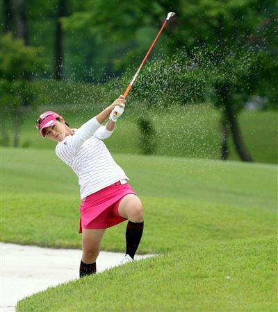 TVにゴルフのグリーンが映るとパンチラが気になっちゃうエロ画像 42枚 No.11
