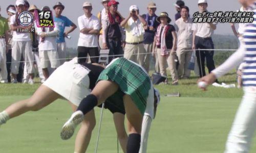 TVにゴルフのグリーンが映るとパンチラが気になっちゃうエロ画像 42枚 No.18