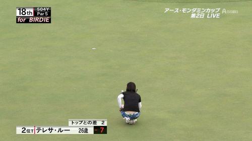 TVにゴルフのグリーンが映るとパンチラが気になっちゃうエロ画像 42枚 No.32